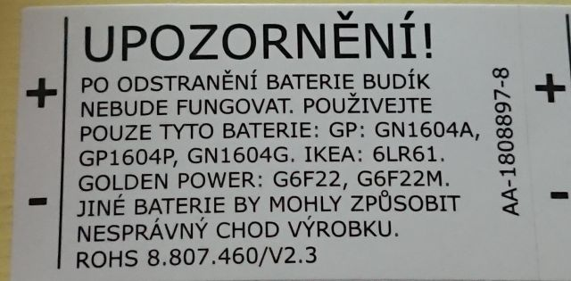 Po odstranění baterie budík nebude fungovat